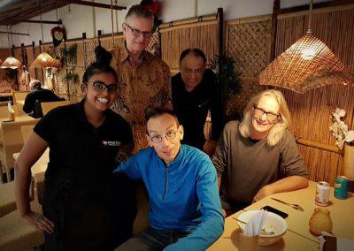 Dolf Jansen bij Indonesisch Restaurant Anak Blitar in Hoofddorp