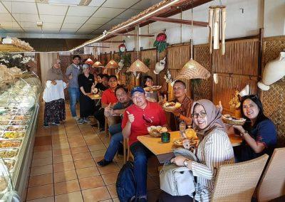 Gasten uit Maleisie bij Indonesisch Restaurant Anak Blitar in Hoofddorp