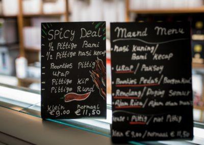Maaltijdbordjes met Spicey Deal en het Maandmenu